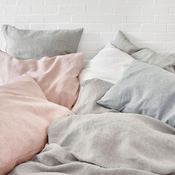 schlossberg-schlossberg-bettwaesche-levin-gris-bleu-rose-blanc-schlafzimmer