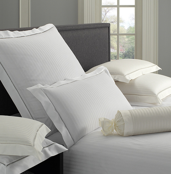 elegante classic white house satin bettw sche boudoir. Black Bedroom Furniture Sets. Home Design Ideas